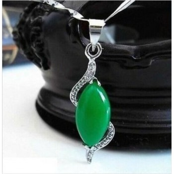 Collar lágrima de jade verde