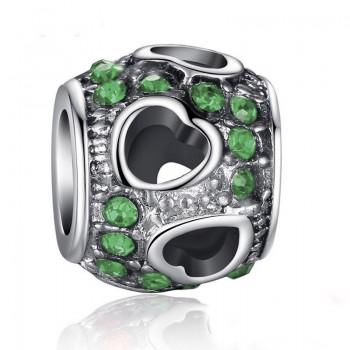 Charm verde con corazones...