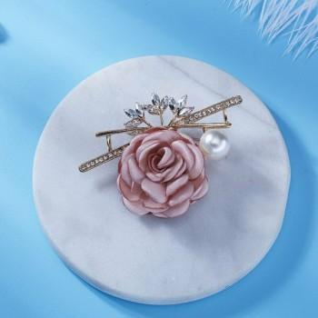 Broche rosa con perla